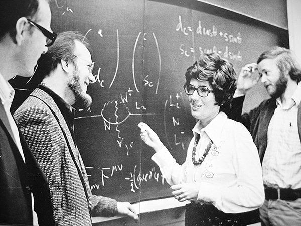 Cecilia Jarlskog och andra fysiker.