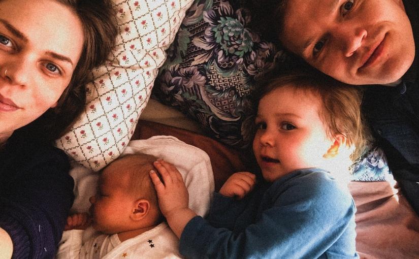 Åtta vykort från en babybubbla en måndag ochtisdag